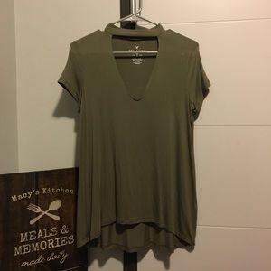 American Eagle green t shirt with choker